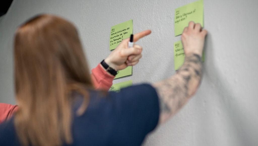 Vi kan hjälpa dig med det strategiska arbetet att formulera effektmål och undersöka dina kunders behov så att webben utformas efter vad dina kunder behöver.
